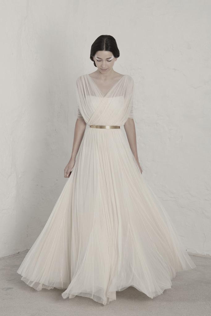 新人服装 大牌婚纱欣赏     婚纱品牌cortana  是由西班牙设计师 rosa
